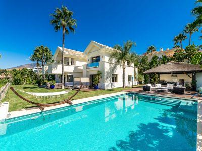 Atemberaubende Villa in erster Golflinie mit Meerblick, La Alquería