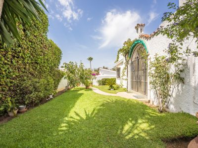 House to reform at 100m from the beach in Elviria
