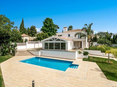 Moderne Villa mit Pool in El Rosario Marbella