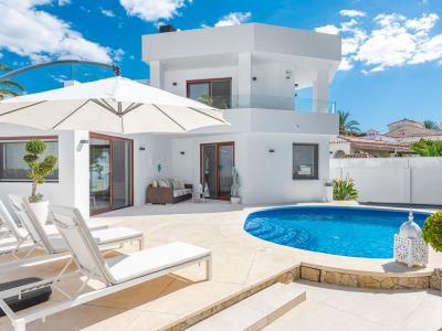 Villa moderna cerca de la playa en Marbesa