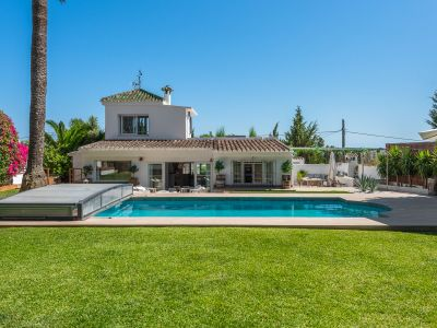 Family villa with guest house next to Marbella