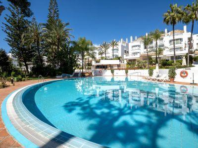 Apartment in beach complex in Elviria