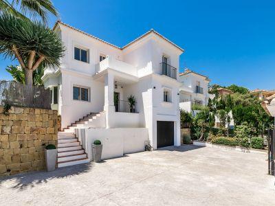 Ansprechende klassische Villa im Herzen von Nueva Andalucía