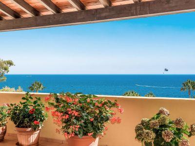Exklusives Penthaus in erster Strandreihe in Río Real Playa Marbella