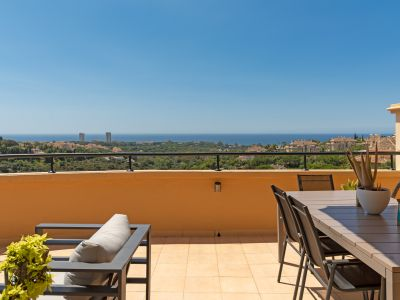 Apartment in Elviria with open sea views