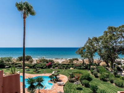 Frontline beach penthouse with unique sea views in Alicate Playa Marbella