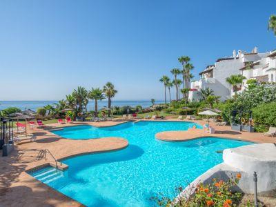 Marvellous frontline beach apartment in Ventura del Mar, Puerto Banús