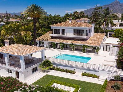 Immaculate frontline golf villa in Las Brisas
