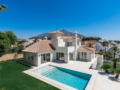 Modern villa in a prime gated community with spectacular views, Nueva Andalucia