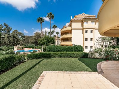 Spacious 2 bedroom apartment with large garden in Rio Real Marbella