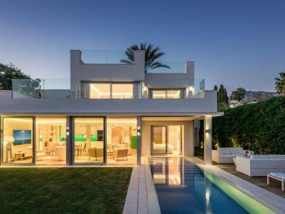 Modern villa 2nd line beach Puente Romano