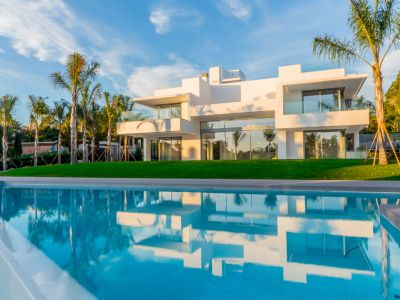 Contemporary villa close to the beach, Guadalmina Baja
