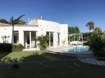 Villa de estilo ibicenco cerca de la playa
