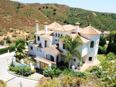 Best opportunity of the year: Marvellous south-facing villa with fantastic sea and mountain views, Las Lomas de la Quinta