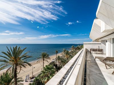 Exceptional frontline apartment in Marenostrum