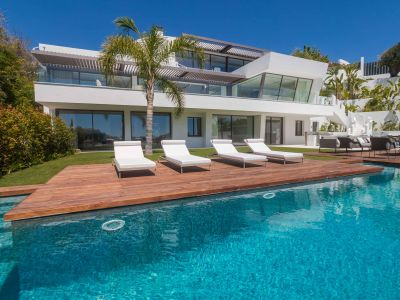 Contemporary villa with the best panoramic sea and golf views, La Quinta