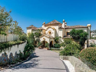 Villa clásica única en comunidad cerrada, La Quinta