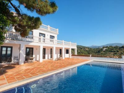 Classical villa with panoramic sea views in El Madroñal