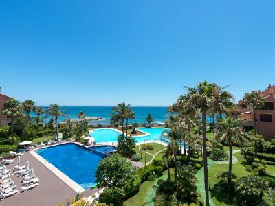 Propriété de luxe en première ligne avec vue sur la mer