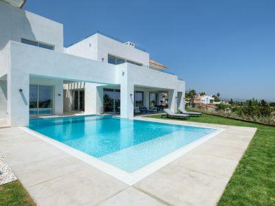 Contemporary villa with panoramic sea views in El Paraiso