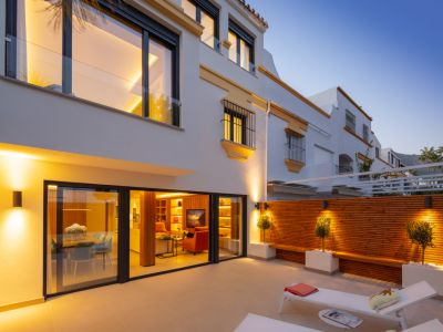 Stunning large townhouse next to the beach in Marbellamar, Golden Mile