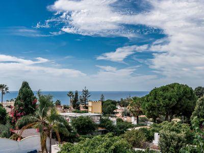 Encantadora villa mediterránea con vistas al mar junto a Marbella