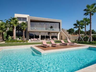 Spectacular Design Villa Front Line Golf in Flamingos