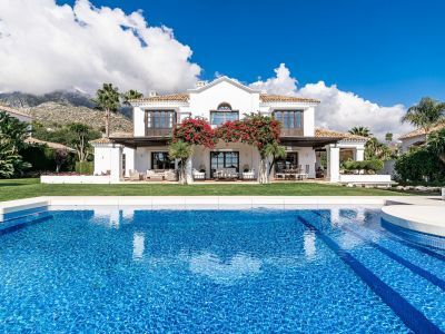 Beautiful classical villa in the heart of Sierra Blanca with open sea views