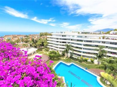 Spacious apartment in a gated development in second line beach, Puerto Banús