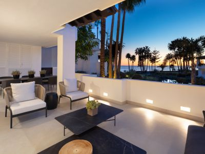 Beachfront Stunning renovated in Puente Romano