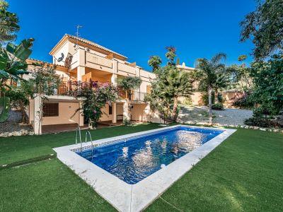 Geräumige Villa im traditionellen Stil in Las Lomas del Marbella Club