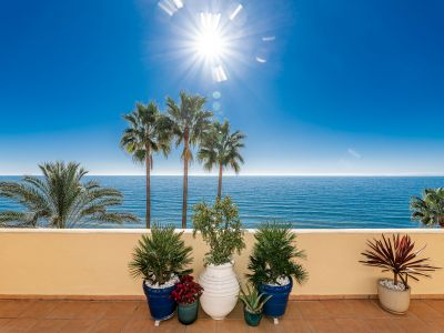 Exclusive frontline beach penthouse in Rio Real Playa Marbella