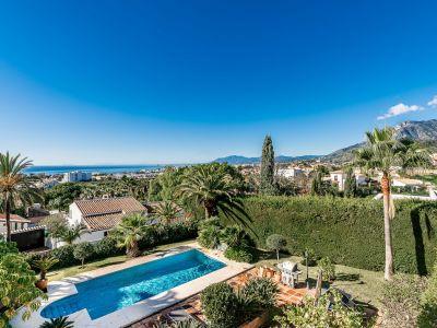 Family villa with sea views in Río Real Marbella