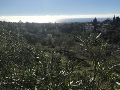 Grundstück mit Meerblick in Marbella Hill Club.