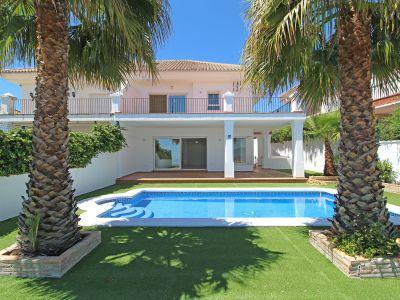 Semidetached villa with sea views