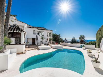 Villa moderna con vistas al mar en El Rosario Marbella