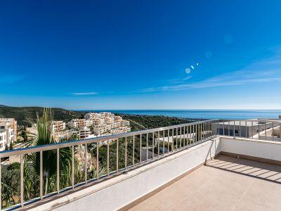 Gerämuiges Penthaus mit Panoramablick in Altos de Los Monteros Marbella