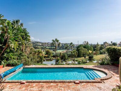 Cortijo-Stil mit einem 16.000qm Grundstück in Flamingos Golf