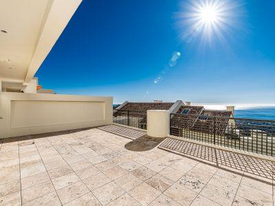 Gran apartamento con vistas infinitas en Los Monteros Hill Club Marbella