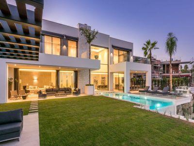 Elegante Villa mit fantastischem Panoramameerblick