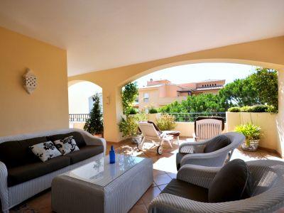 Spacious beach apartment in Elviria
