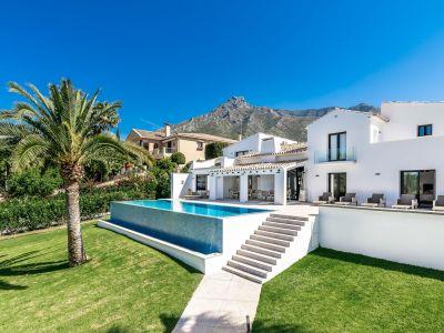 Lujosa vida contemporánea en el prestigioso Marbella Hill Club