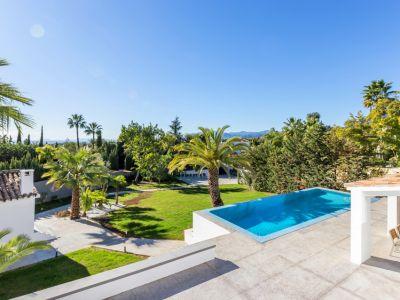 Luxuriöses zeitgemäßes Wohnen im renommierten Marbella Hill Club