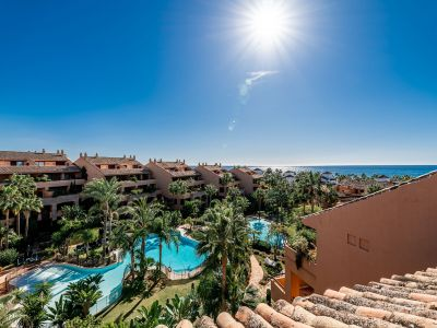 Luxury penthouse only meters from the beach in Bahia de Marbella