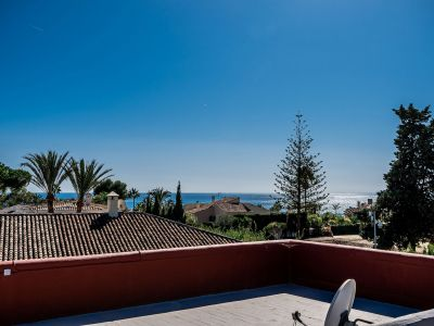 Villa mit hohem Investitionspotential in Los Monteros Marbella