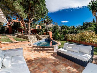 Villa en estilo morisco en Elviria