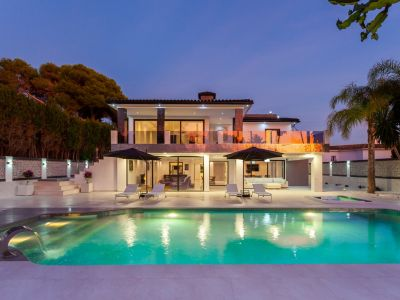 Modern luxury villa only 100m from the beach in Los Monteros Marbella