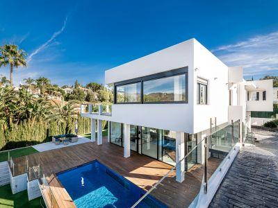 Hochmoderne Villa mit Lift und Innenpool in El Rosario Marbella