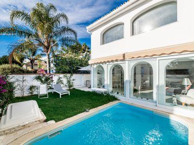 Charming semi-detached beachside villa in Costabella Marbella