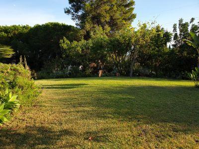 Grundstück mit Meerblick und Projekt in El Rosario Marbella